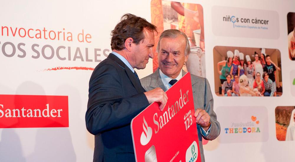 """Foto de la entrada:La """"nómina solidaria"""" de Banco Santander apoya las becas comedor de Educo"""