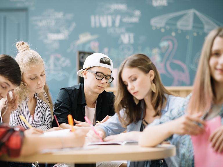 Foto de la entrada:Ayúdales a elegir qué carrera estudiar