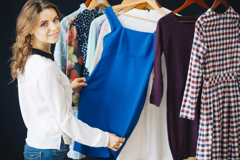 mujer-comprando-ropa.jpg