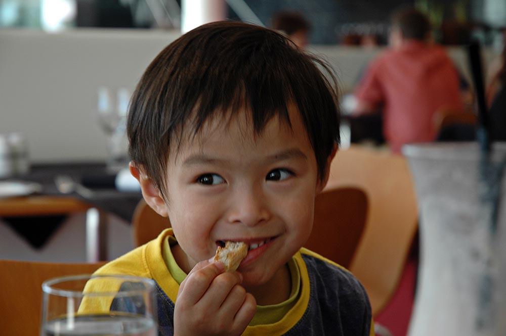 ¿Sabías que el modo en que educas a tus hijos influye en su peso?