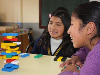 niñas en la bolivia jugando