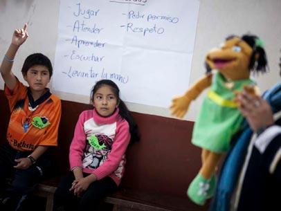 profesor dando clase en bolivia