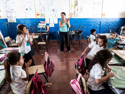 niñas clase, El Salvador