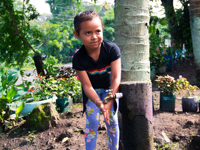 niñlavándose las manos, Nicaragua