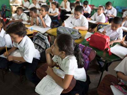 niñas y niños en clase, Nicaragua