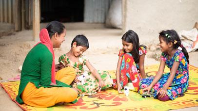 niños y noñas con profesora en bangladesh