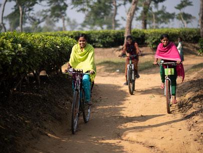 chicas bangladesh en bicicleta