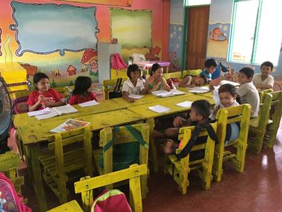 niñas y niños en clase, filipinas