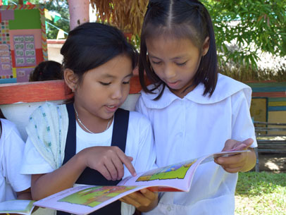 niñas leyendo, filipinas