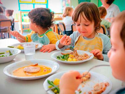 niños en comedor escolar, España
