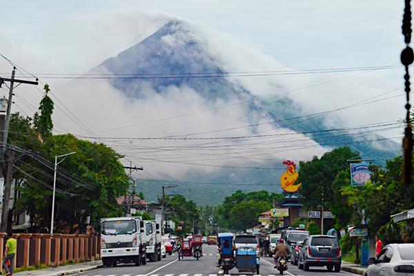 Foto artículo:Garantizamos la educación ante la erupción del volcán Mayon