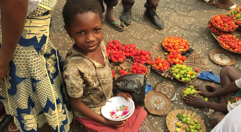Natura colabora con nuestro proyecto de niños del mercado en Benín